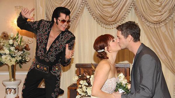 boda falsa en Graceland